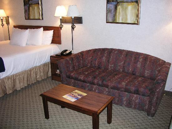 Best Western InnSuites Yuma Mall Hotel & Suites: sofa
