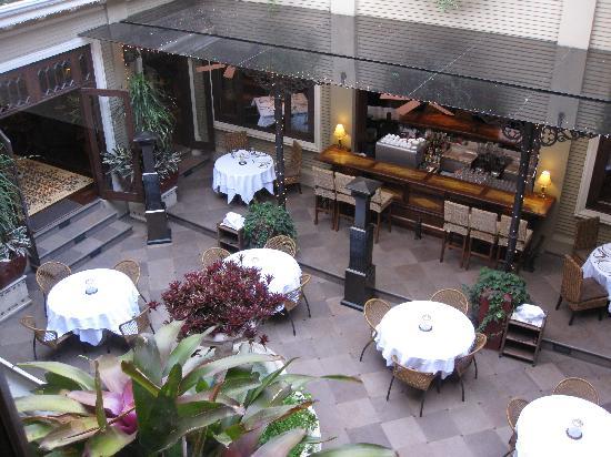 Hotel Grano de Oro San Jose: Courtyard dining view 1