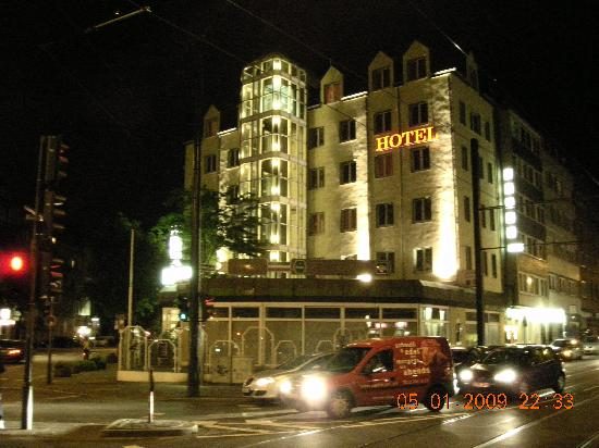 Residenz Duesseldorf Hotel: Hotel view at night