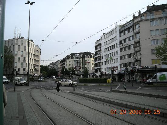 Hotel Residenz: Hotel view from Worringer Platz tram station