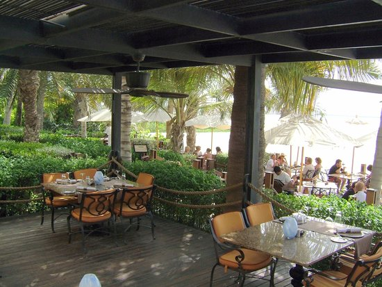 The Beach Bar & Grill : restaurant