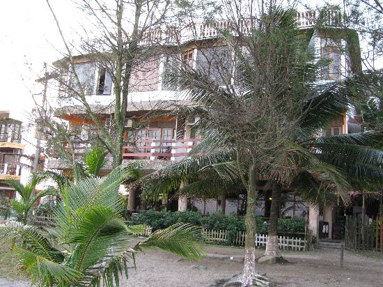 Hotel and Restaurant Sherwood: hotel from beach