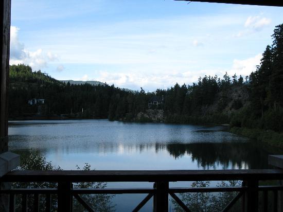 Nita Lake Lodge: Nita Lake from balcony