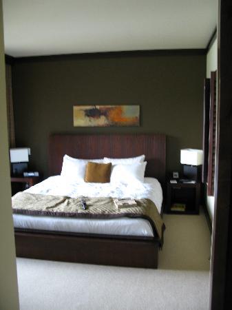 Nita Lake Lodge: 1 bedroom.. nice sized, super comfortable beds
