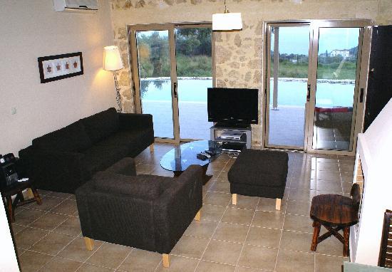 Villa Helona : lounge with satellite tv overlooking the pool