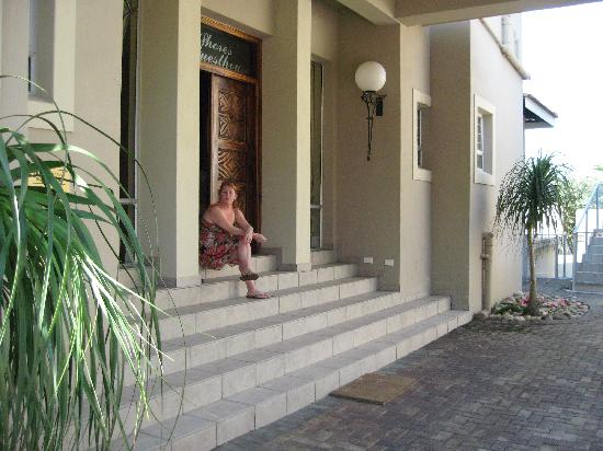White Shores Guesthouse: Front door