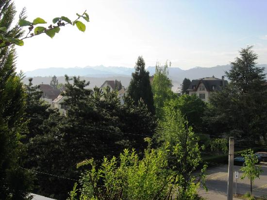 Au Parc Hotel Fribourg: View from the terrace, breakfast time