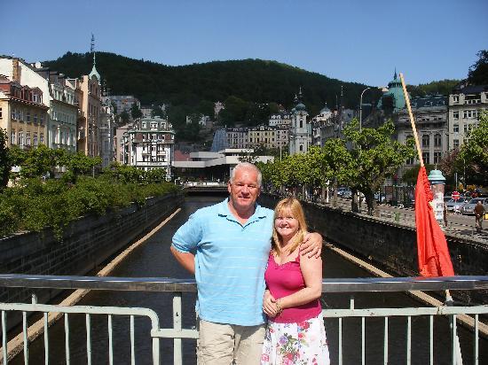 Vienna House Dvorak Karlovy Vary: On a bridge over the River Tepla