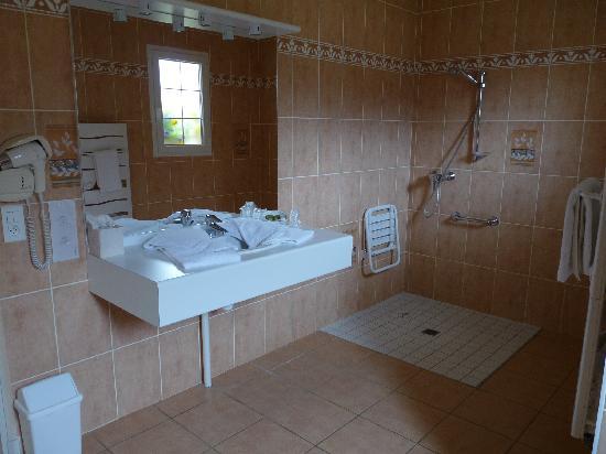 Auberge Bienvenue : salle de bain ch n°5