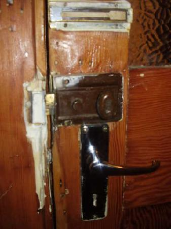Olwandle Suite Hotel: Serious room security issues