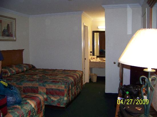 Americas Best Value Inn : Nice room