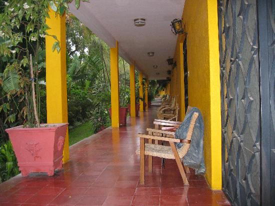 Hotel Cacique Inn: Relaxing Terrace