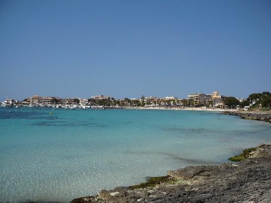 Isla de Cabrera Hotel: Strand am Hafen