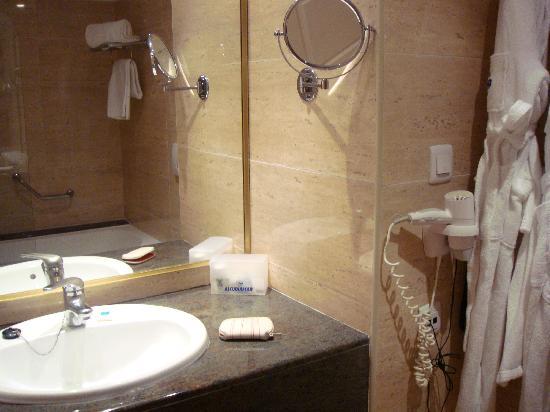 Botel Alcudiamar Hotel : bathroom