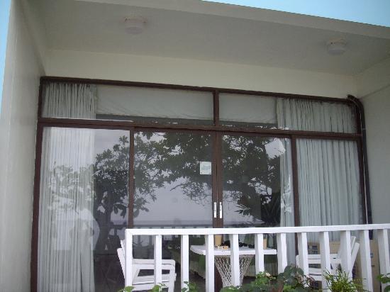 Crystal Ripple Beach Lodge : Your own patio