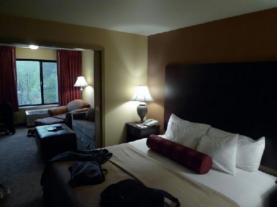 Oxford Suites Portland - Jantzen Beach: Executive Suite 1