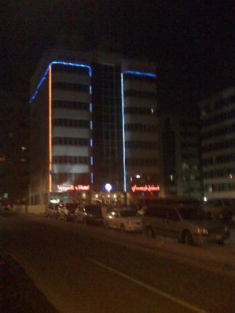 Versailles Hotel: Night