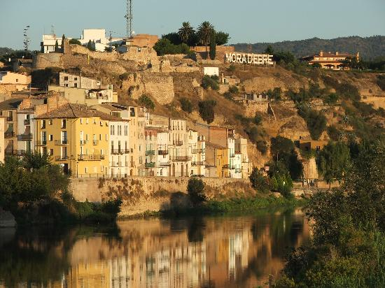 Mora d'Ebre - the historic quarter and castle