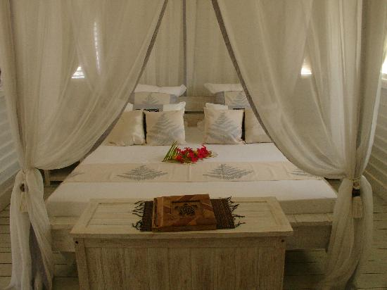 les chambres a coucher picture of opoa beach hotel. Black Bedroom Furniture Sets. Home Design Ideas