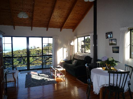 Harris Hill Cottages: Living area