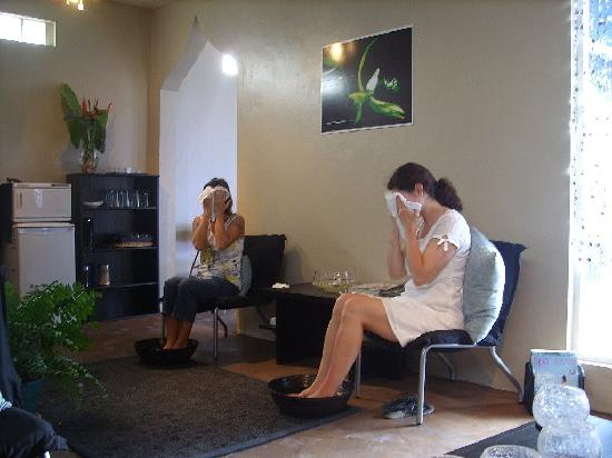 Black Orchid Spa: Hot towels