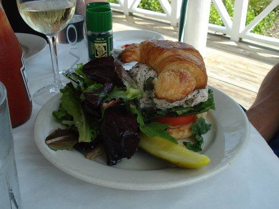 Bud and Alley's : Chicken Salad Croissant (lunch menu)