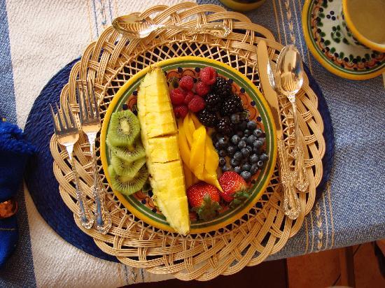 Casa Chocolate Bed and Breakfast: Fruta fresca y deliciosa!!!
