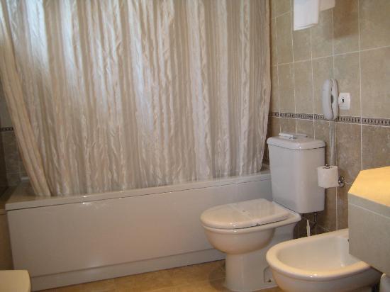 كروز ألتا: Bathroom