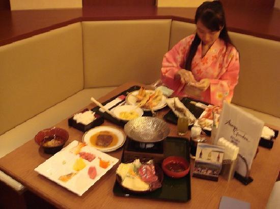 Asaya: Dinner time