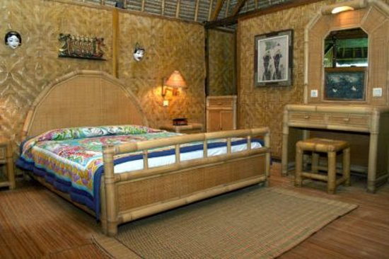 Anom Beach Inn Bungalows: Zimmer in einem der Jinengs