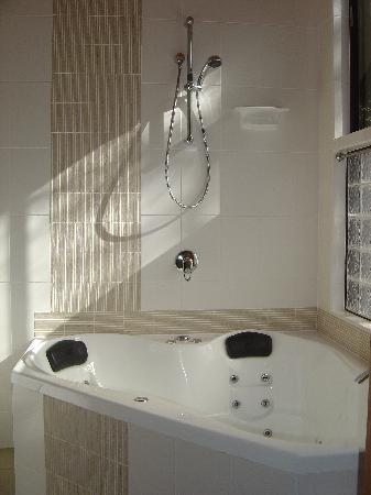Wanderers Retreat: Bathroom