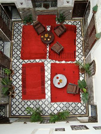 Riad Tizwa Fes: arial view of court yard