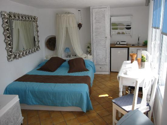 Mill Houses Elegant Suites: Junior Suite is a bit small but beautiful