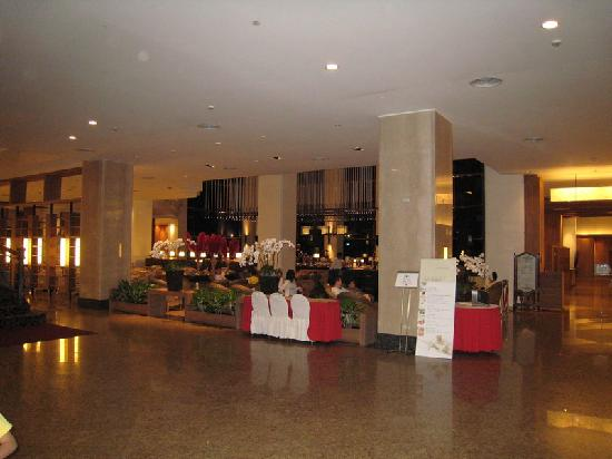 Parkview Hotel: Lobby and Restaurant