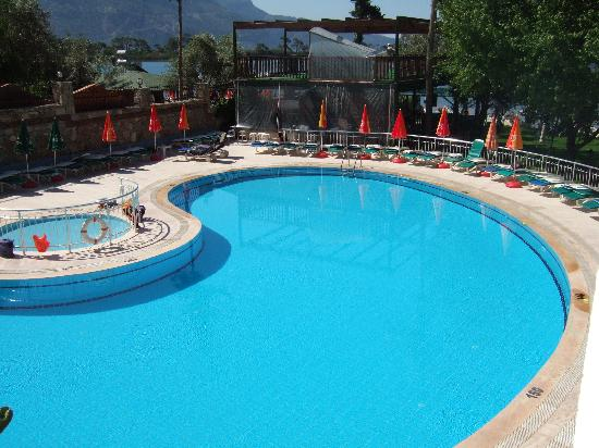 Hotel Meri: The Pool
