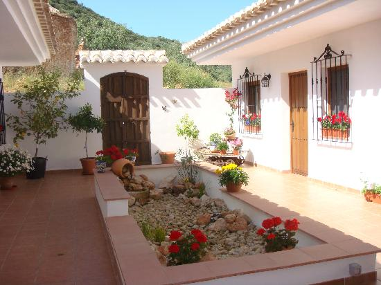 Brazos Abiertos Casa Rural: Beautiful and Tranquil Inner Courtyard
