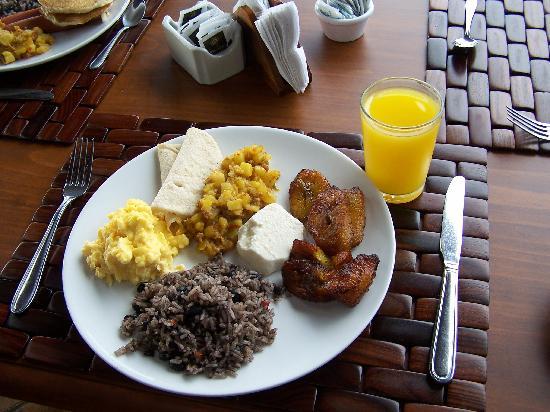 Arenal Manoa Hotel: breakfast