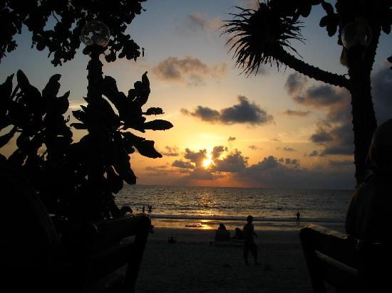 Avantika Boutique Hotel : This sunset is a good reason to have dinner at one of the beach restaurants up in the north end