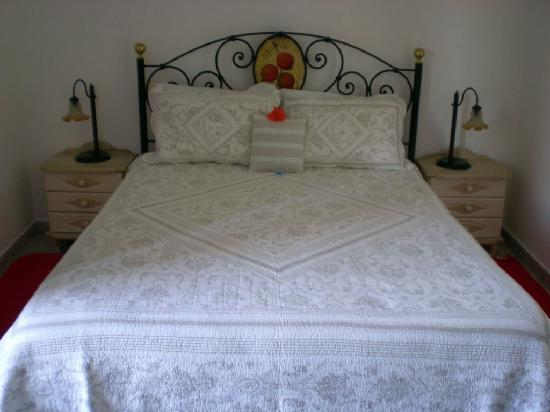 Garden Village Apartments: Main bedroom - just lovely!