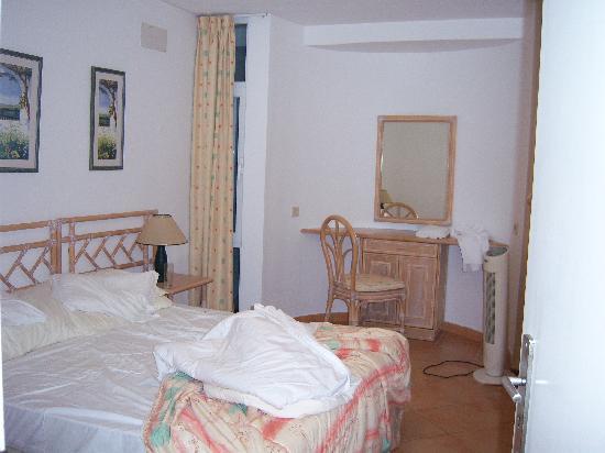 Muthu Clube Praia da Oura: The bedroom.