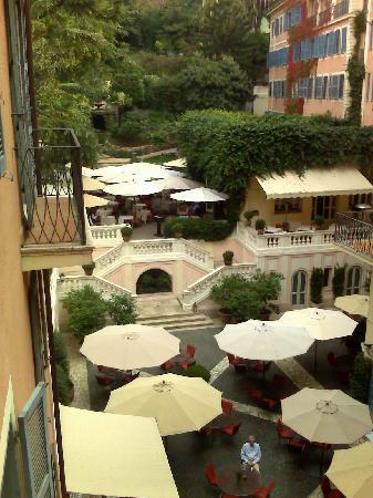 Hotel De Russie: The terrace, restaurant and gardens