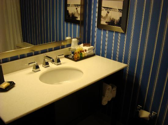 Sheraton Bellevue: Bathroom