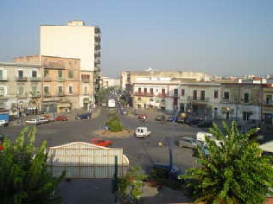 Hotel Grillo Verde: dalla finestra della camera -la piazza