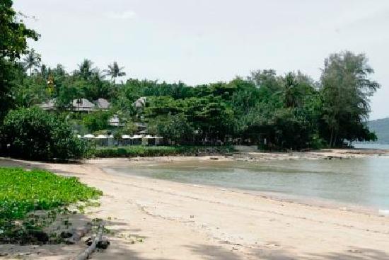 นาคามันดา รีสอร์ท แอนด์ สปา: Nakamanda resort view from the beach