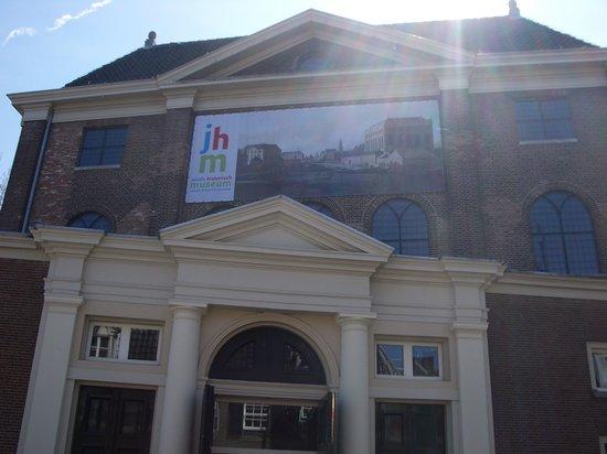 Musée historique juif : Museum in the sun