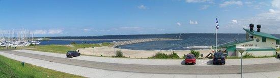 Brouwershaven, Niederlande: voici une vue generale devant le restaurant JEANZZ