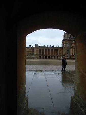 Burlington House Hotel: Glimpses of Blenheim Palace