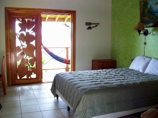 Garden of Eden Inn: Room by the Pool