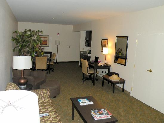 Holiday Inn Express Oro Valley - Tucson North: Top floor Grand suite (bedroom behind double doors)