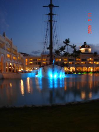 Iberostar Grand Hotel Bavaro : the ship @ nite